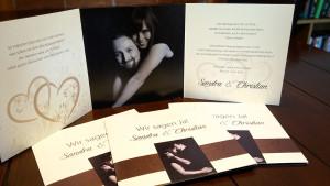 Hochzeitseinladung auf Leinenstruktur-Karton